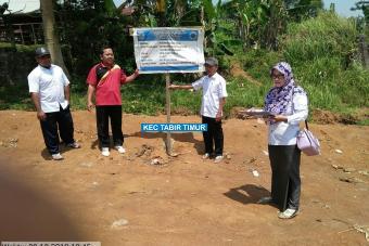 Perataan Lapangan Bola Kaki Desa Bukit Subur